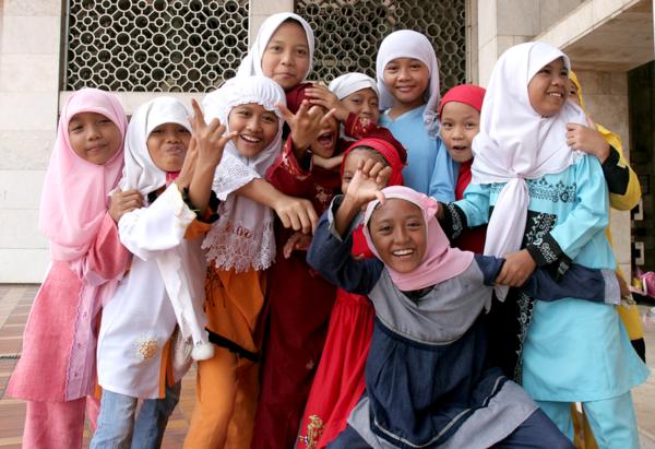Muslim girls at Istiqlal Mosque jakarta  C  Wikimedia Commons